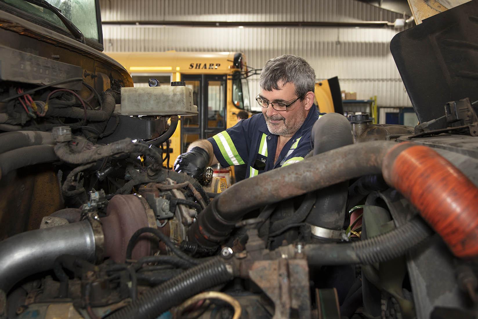 Sharp mechanic: 310T or 310S Truck and coach technician